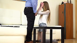 Tricky Old Teacher - Sexy babe gives her old teacher