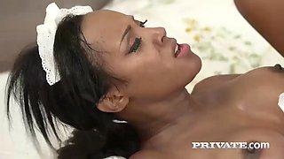 Hot maid noemilk