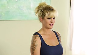 Fantasy masseuse fucked in stepmom roleplay