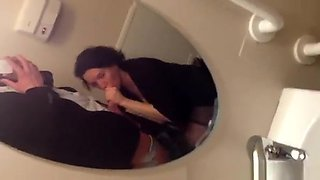 Blowjob And Cumshot In Public Toilet