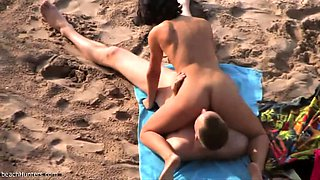 Horny couple get their tan while sixty-nining on the beach