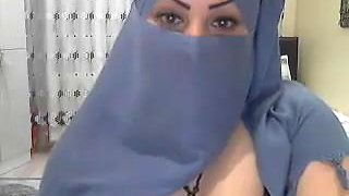 Beautiful Hijabi Lady webcam show