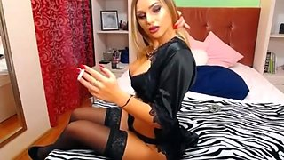 Fkn hot blonde on cam smoking