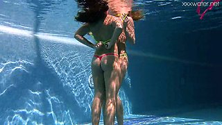 Amateur girls get undressed completely for underwater fun in the pool
