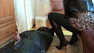 Mistress tortura schiavo