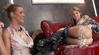 Kinky Babes Get Messy