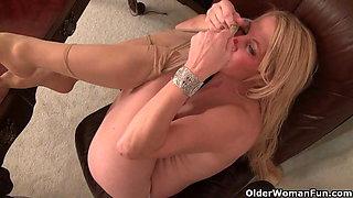 American milf Heidi proves to be a skillful secretary