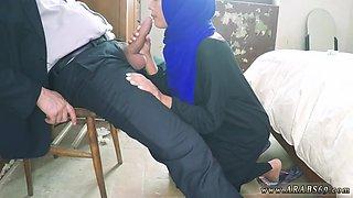 Brunette Arab slut blows a thick meat pole with passion