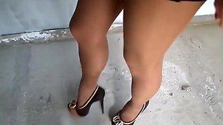 A little leg show