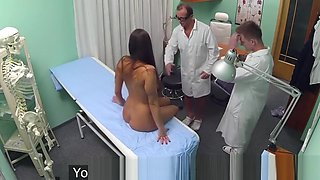 European amateur pussyfucked by doctor