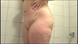 BlondSkyAngel is having a HOT shower