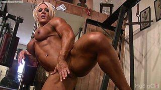 Female Bodybuilder Lisa Cross Plays w her Fucking Big Clit