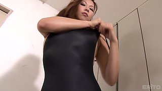 Amazing Aya Takegawa knows how to please a kinky neighbor