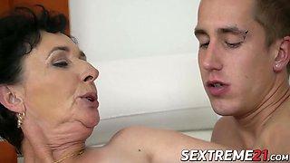 Naughty granny Pixie loves taste of Jasons jizz on her face