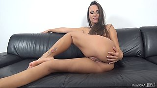Flexible hottie does the splits then gets on top and works that cock