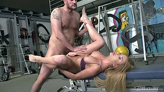 Buxom spoiled sporty whore Marilyn Crystal lets dude fuck her anus