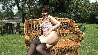 Mature mom in pantyhose masturbating outdoors so the neighbors see