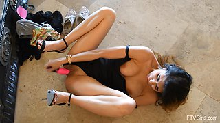 Classy MILF babe Alyssa pounds herself with a pink dildo