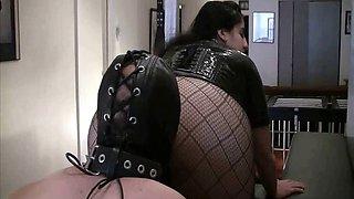 Mistress Xena's Butt Worshipper