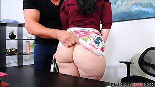 PAWG Plumper Virgo Peridot Fucks Big Dick Employee