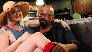 Leya and Shane Diesel feed Rooster Cuck 2 loads of Jizz