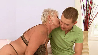 Fat ass mature woman seduces young stud for hardcore fuck