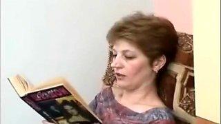 Hot ameatur CFNM femdom woman recieves cunnilingus sitting in a dress