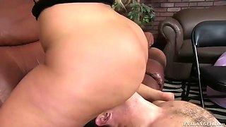 lucky slave gets huge phat ass of mistress julie cash on his face