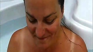 Outdoor Blowjob In The Pool