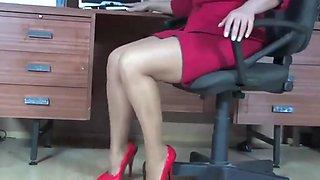 Secretary milf in pantyhose fingering in office