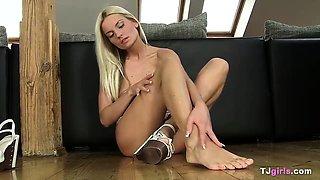 Czech Jessie Jazz gaping vagina