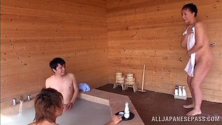 Japanese MILF Gets Fucked in a Bath