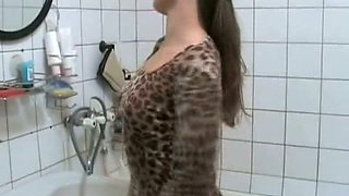 Amateur slut Olga plays with her cunt in the bathroom and pees