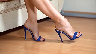 Shoeplay, dangling, in blue mules. closeup. yum !