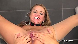 Dude pisses in opened mouth of Sofi Goldfinger and drills her twat