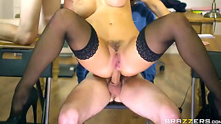 Sexi teacher fucking her ass with two of her students