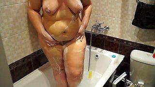 Voyeur BBW bathroom