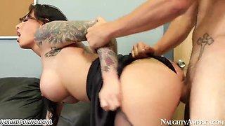 attooed punk wench seduces a nurse