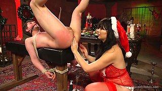 Femdom sex video featuring slutty mistress in santa outfit Siouxsie Q