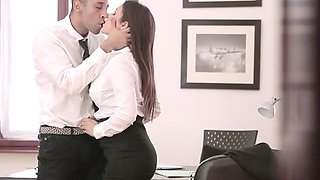 Sexy Italian Chick Sucks  Cock Of Her Boss