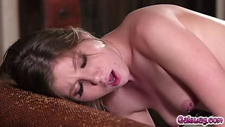 Kenna james turns up the heat eating vienna rose sweet vagina and licking her clit