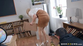 Teacher amber jayne gets her big tits worshipped by jordi