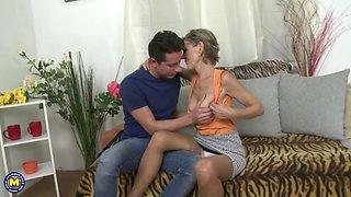 Horny housewife Irenka doing her toyboy