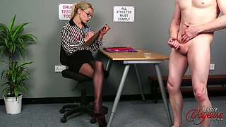 secretary masturbates to guy jerking off in front of her